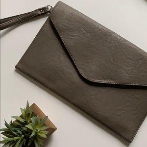 minimalist clutch